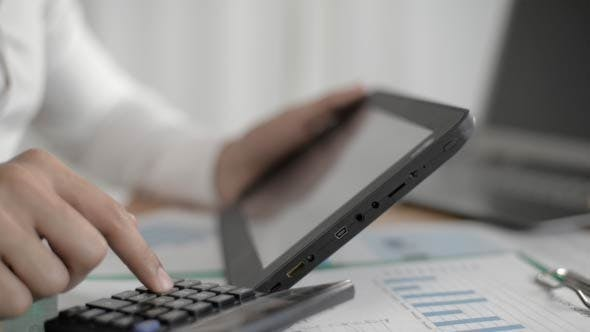 Tablet PC and calculation by Businessman