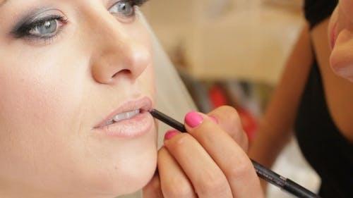 Correcting Lip'S Contour