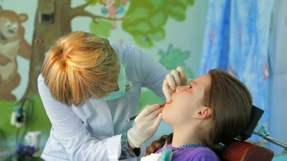 Cover Image for Dentist Fitting And Measuring Braces In Girls