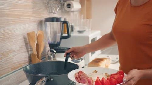 Hausfrau Kochen Eier