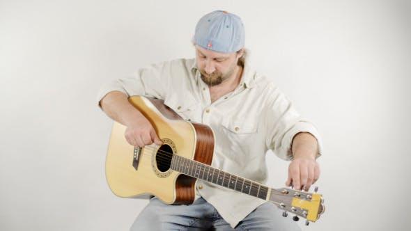 Thumbnail for Setting Guitar Strings