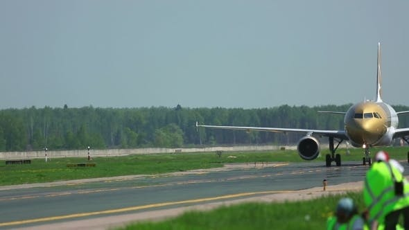 Cover Image for Airplane Taxiing