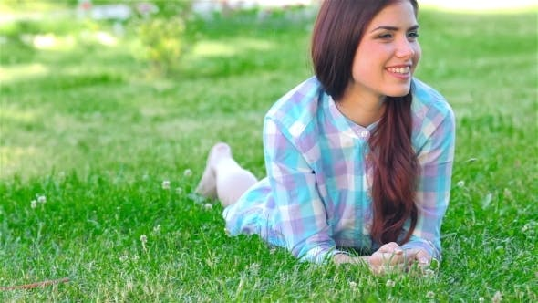 Cover Image for Beautiful Smiling Girl Lying On a Grass Outdoor.