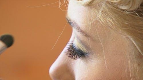 Putting Eyeshadows