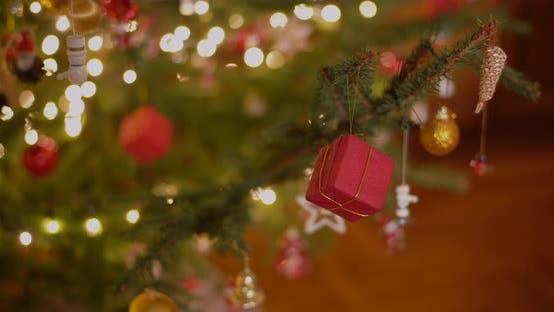 Thumbnail for Nahaufnahme von Weihnachten Hintergrund verziert Weihnachtsbaum
