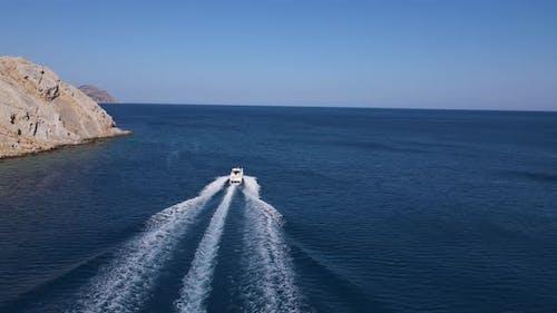 Speedboat Island Sparkling