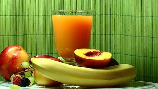 Fruchtsaft und Früchte