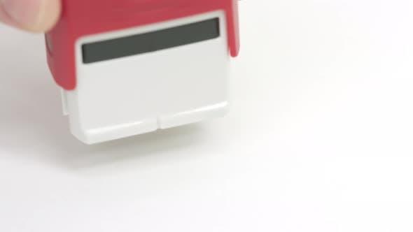 Closed Caoutchouc rouge timbre sur le papier