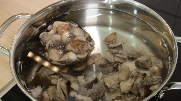 Pilze in einer Pfanne