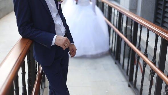 Thumbnail for Bräutigam kommt zur Braut