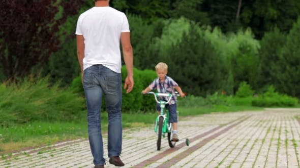 Cover Image for Father Teaching His Son To Ride a Bike