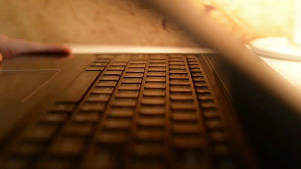 Cover Image for Laptop Opening , Keyboard