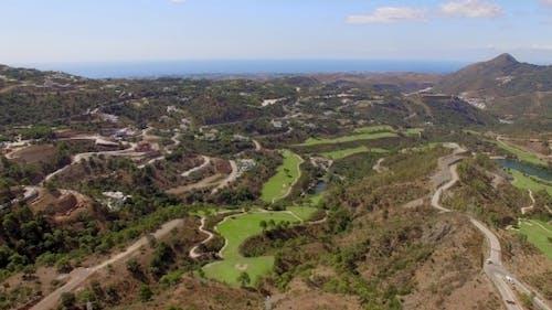 Antenne. Atemberaubender Blick auf die Costa Del Sol Berge