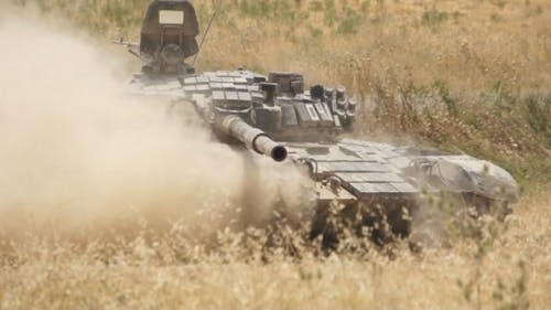 Moving Tank im Armee-Feld