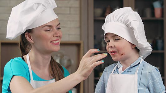 Cover Image for Sweet Family Cooking