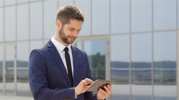 Cover Image for Businessman Using a Tablet Outdoors