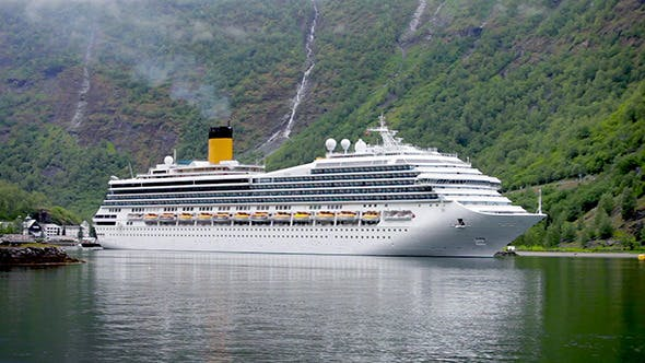 Cover Image for Cruise Liners On Hardanger Fjorden