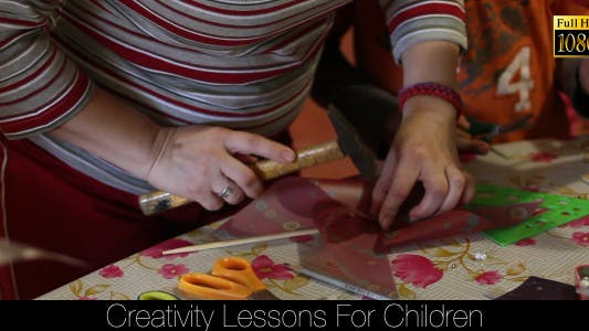 Cover Image for Creativity Lessons For Children 10
