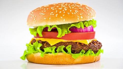 Schmackhaft Und appetitlich Hamburger Cheeseburger