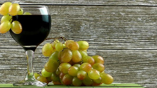 Cover Image for Glass of Wine and Grape