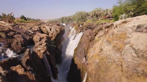 Rocky Canyon mit einem Wasserfall