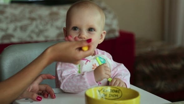 Cover Image for Beatiful Girl Feeds Her Baby