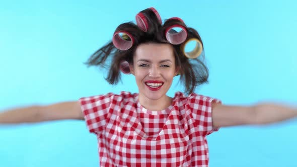 Cover Image for Cheerful Woman Taking off Hair Rollers