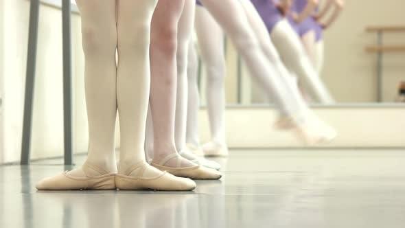 Ballerinas Feet in Pointes