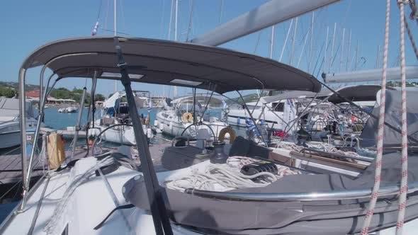 Außenansicht eines Segelboot-Deck.