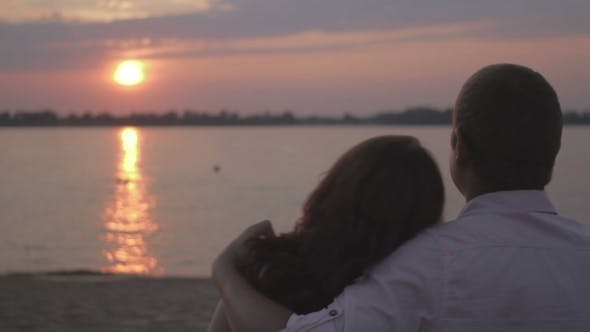 Thumbnail for Girl Puts Head On a Shoulder Of a Man In Sunset