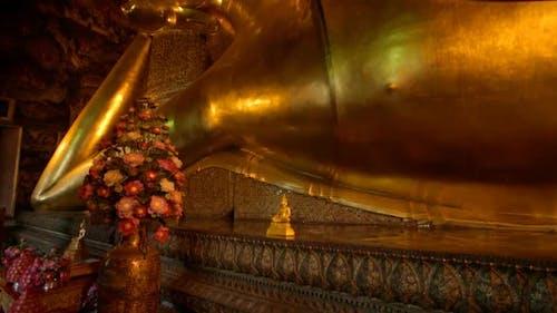 Liegender Buddha 3