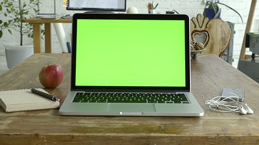 Laptop Green Screen For Mock Up