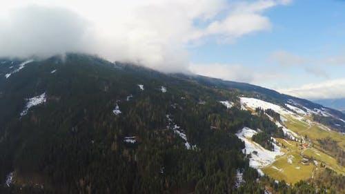 Österreichische Alpen, Dicke Wolken über Berggipfel, Hohe Luftfeuchtigkeit, Wetter