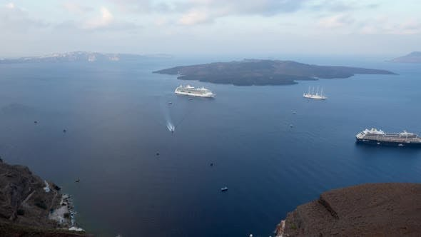 Time Lapse of Cruise Ships in Santorini Port