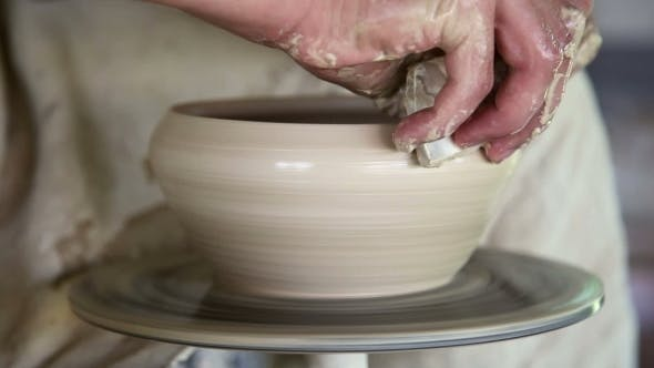 Thumbnail for Potter Sculpts Kleiner Topf aus Ton