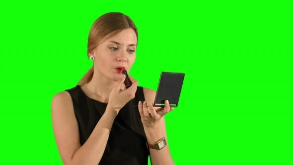 Thumbnail for Frau mit Lippenstift Make-up Blick Selbst In Die