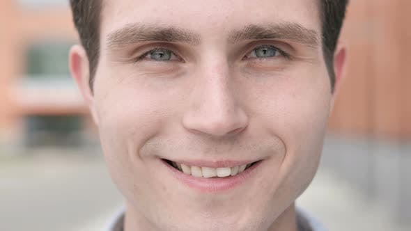 Cover Image for Outdoor Close up of Smiling Young Man