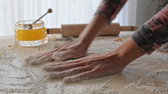 Cover Image for Housewife Distributes Flour On The Table