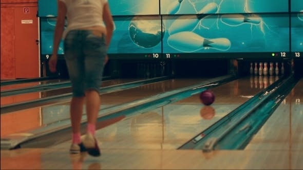 Cover Image for Girl Playing Bowling