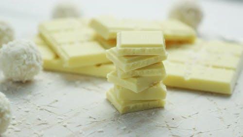 Weiße Schokolade und Süßigkeiten
