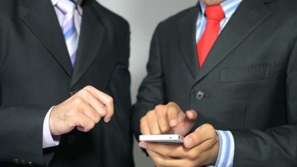 Cover Image for Businessmen Discussing Information on Smartphone