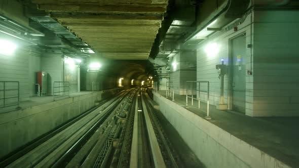 Dubai Subway Zooming