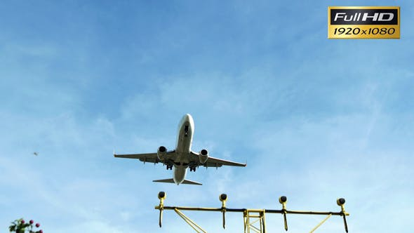 Thumbnail for Aircraft Approaching Landing at El Prat Airport