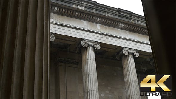 Thumbnail for Ionic Capital Columns am regnerischen Tag