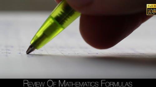 Écriture avec stylo sur une feuille