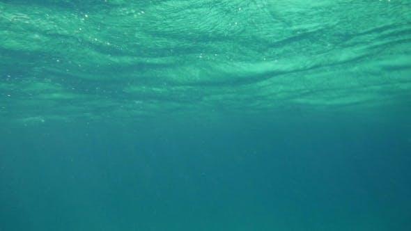 Thumbnail for Wellenförmige Meeresoberfläche Unterwasser