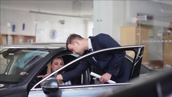 Cover Image for Car Sales Manager Communicating With Customer