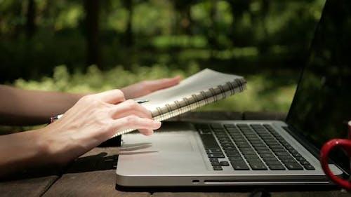 Verwenden des Laptops für Suchinformationen