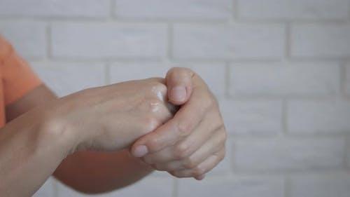 Rubbing nourishing cream.
