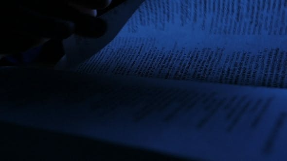 Cover Image for Reading Bible At Night